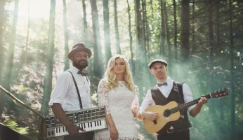 Hire live music with 'Just Folk'